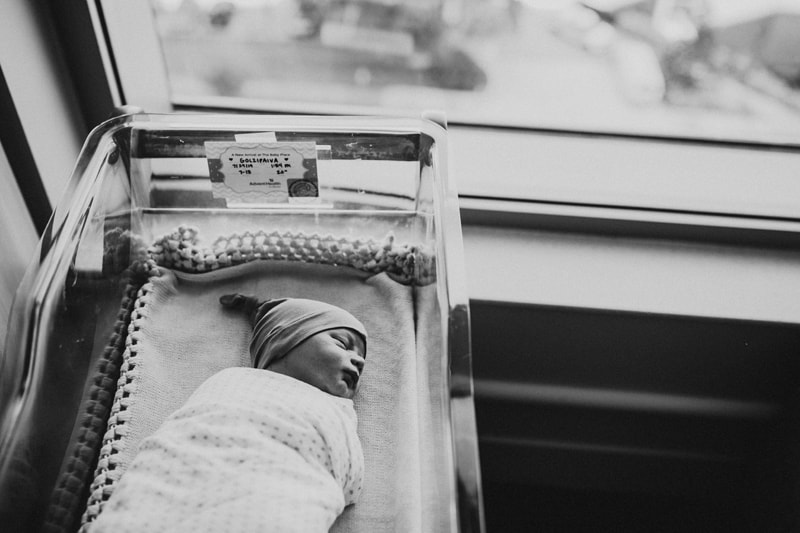 Orlando Fresh 48 Photographer, black and white of baby in hospital crib